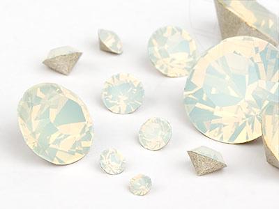 chatons-von-swarovski-elements-white-opal-multi-size-mix-7704-stuck