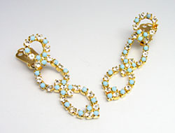 Fashion jewelry Rhinestone ear clips set with glass crystals and pearls, color Crystal, gold and turquoise