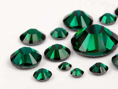 strasssteine-hotfix-von-unique-emerald-multi-size-mix-748-stuck