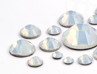 strasssteine-hotfix-von-swarovski-elements-white-opal-multi-size-mix-5904-stuck