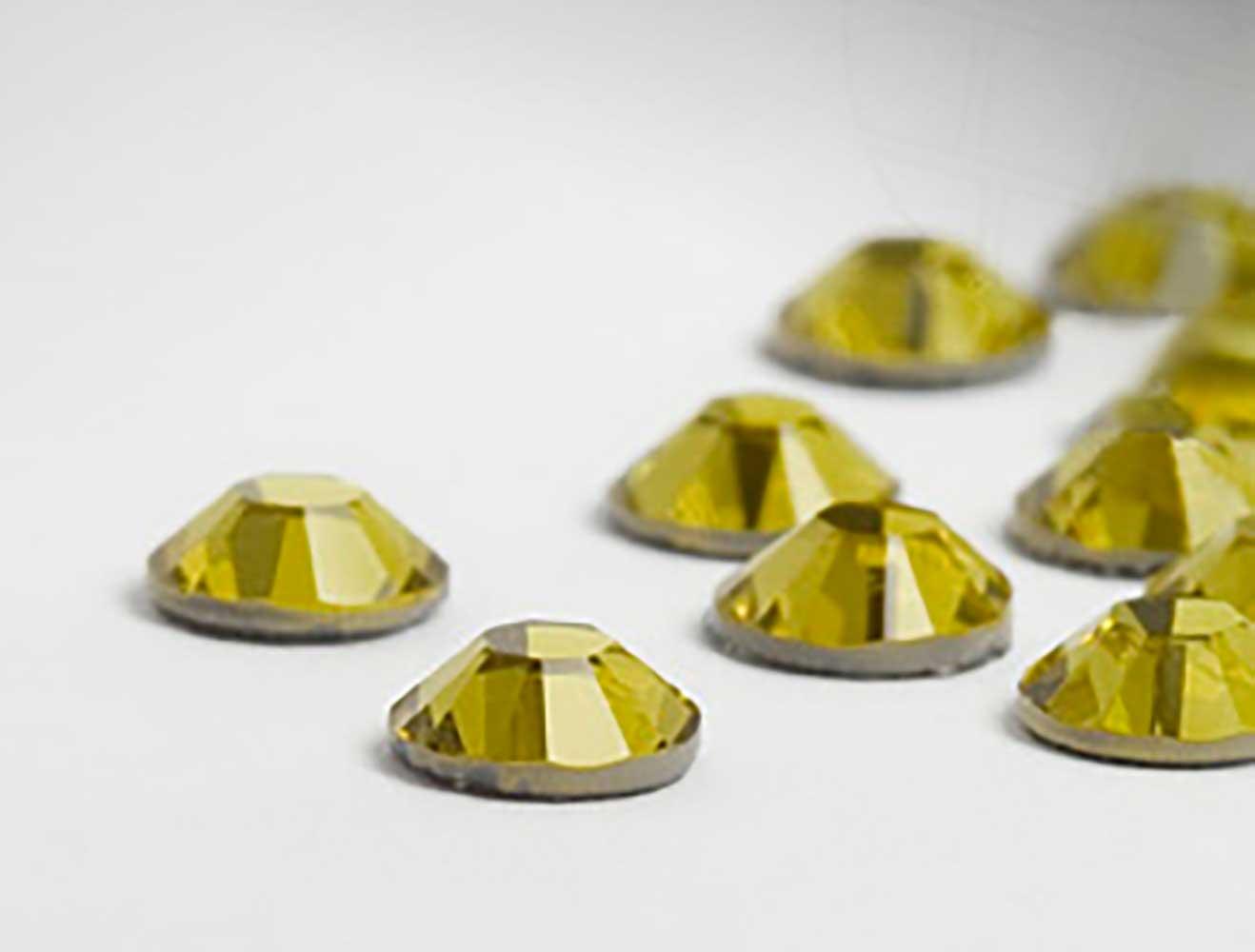 strasssteine-hotfix-von-swarovski-elements-ss16-3-9mm-crystal-tabac-100-stuck