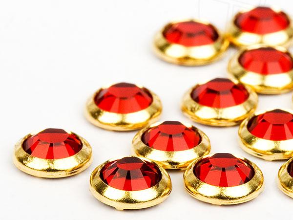 strasssteine-hotfix-von-swarovski-elements-ss16-3-9mm-light-siam-goldring-100-stuck